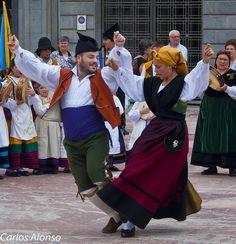 Miembros de un grupo folclorico asturiano Spain