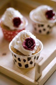Gülsuyu ve vanilyali cupcake