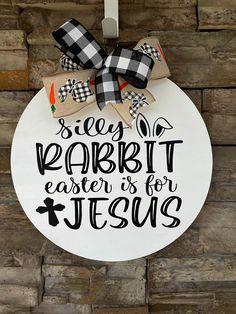 Christian Decor, Christian Crafts, Christian Sayings, Halloween Door Hangers, Spring Door, He Is Risen, Christmas Signs, Christmas Door, Diy Door