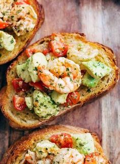 Need appetizer, lunch, or some serious snack inspiration? Shrimp Avocado Garlic Bread would have to be th Need appetizer, lunch, or some serious snack inspiration? Shrimp Avocado Garlic Bread would have to be the next BEST thing to garlic bread! Clean Eating Dinner, Clean Eating Snacks, Healthy Snacks, Healthy Eating, Healthy Recipes, Keto Recipes, Easy Recipes, Recipes Dinner, Healthy Brunch