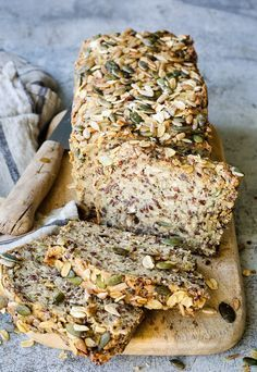 Rezept Thermomix Brot ohne Hefe bread without yeast Thermomix Brot – super saftig und mega lecker Pain Thermomix, Thermomix Bread, Bread Without Yeast, Yeast Bread, Food Items, Bread Recipes, Cooking Recipes, A Food, Banana Bread