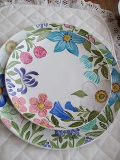 Hand Made Jackie Pintado a mano Hand Painted Pottery, Pottery Painting, Hand Painted Ceramics, Ceramic Painting, Ceramic Decor, Ceramic Plates, Ceramic Pottery, Pottery Barn, Truck Art