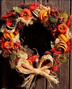 A beautifull hand made christmas wreath made from natural products such as, dried oranges, limes, lemons, pumpkino's, all apple, orange, slices, chillies, cinnaon sticks, coloured moss, and also a scent added which is just amazing orange and cinnamon with a hint of other spices.