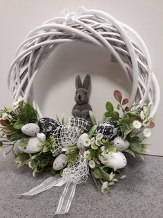 Easter Flower Arrangements, Easter Flowers, Easter Projects, Easter Crafts, Easter Bunny Template, Bunny Templates, Easter Wreaths, Christmas Wreaths, April Easter