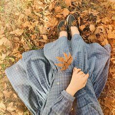 🍂 Last year today . Teen Photography Poses, Horse Girl Photography, Hipster Girl Fashion, Hipster Girls, Arab Girls Hijab, Muslim Girls, Hijabi Girl, Girl Hijab, Beautiful Hijab Girl