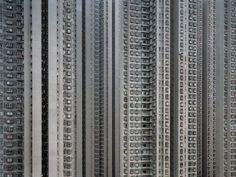 Cette série du photographe allemand Michael Wolf est un classique du style «  Straight Facade ». Prise à Hong Kong, elle montre la densité architecturale, seule solution trouvée pour loger des milliers d'individus.