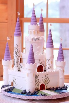 Royal Icing: 11 Cool Princess Cakes
