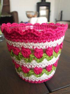 HaakYdee: Gehaakte waxinelichthouder met tulpensteek - tulip stitch crochet Crochet Kitchen, Crochet Home, Crochet Crafts, Crochet Bunny Pattern, Crochet Patterns, Crochet Plant Hanger, Crochet Phone Cover, Crochet Wallet, Stitch Crochet