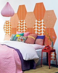 17 DIY Headboards Ideas That Will Wake Up Your Tired Bedroom: Mix and Match Wallpaper Headboard Diy Bedroom Decor, Diy Home Decor, Bedroom Colors, Bedroom Ideas, Wallpaper Headboard, Magazine Deco, Diy Casa, Diy Headboards, Headboard Ideas