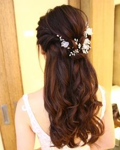 Pretty Half up half down hairstyles - partial updo wedding hairstyle is a great options for the modern bride from flowy boho and clean contemporary,half down half up braided hairstyle with curls,alf up half down straight hair #weddinghairstyles #braidedhairstylesboho #weddinghairdown #weddinghairstylesboho