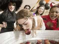 Halloween Games have to be great and entertaining at one's Halloween Party or else the party ends up being boring. In order to have a fantastic Halloween Bash, here are 8 Halloween Games You Need At Your Party. Halloween Games Adults, Halloween Party Games, First Halloween, Halloween Phrases, Summer Party Games, Summer Party Decorations, Bobbing For Apples, Apple Bobbing