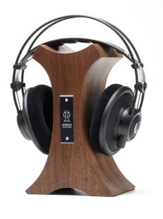 DIY Headphone Stand - Build a cool headphone hanger to get your over-the-ear headphones off your desk and keep them safe when you're not using them. Well we have some DIY Headphone Stand Ideas for you. Diy Headphone Stand, Headphone Storage, Headphone Splitter, Headphone Holder, Cordless Headphones, Gaming Headphones, Best Headphones, Skullcandy Headphones, Car Audio Installation