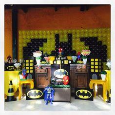 Também no sábado, dia 1, abrimos o mês com a festa do Danilo, neto lindo da Simone Dalmédico. O tema foi heróis com ênfase ao Batman, o preferido do aniversariante! Fizemos a decoração e os centros de mesa! #herois #batman #festamenino #centrodemesa #kidsparty #ratchimbum #novaodessa