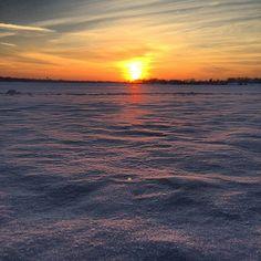 Snowset. #lakeminnetonka #minnesota #mn #exploremn #lake #minnetonka #tonka #mnlakelife #lakelife  #sunset #winter #snow