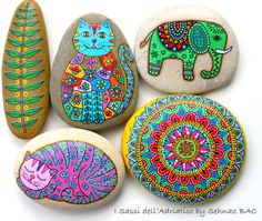 Hand Painted Stone Cat Beach pebble with hand-painted designs in acrylics © Sehnaz Bac 2015 I paint and draw all of my original designs by Pebble Painting, Dot Painting, Pebble Art, Stone Painting, Pebble Stone, Stone Art, Hand Painted Rocks, Painted Stones, Decorated Stones
