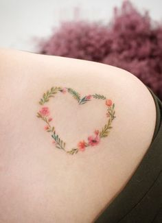 Minimalist Flower Tattoo Designs You Should Get According To Your Personality Heart Flower Tattoo, Small Flower Tattoos, Small Tattoos, Tattoo Flowers, Paisley Flower Tattoos, Delicate Flower Tattoo, Mini Tattoos, Body Art Tattoos, New Tattoos