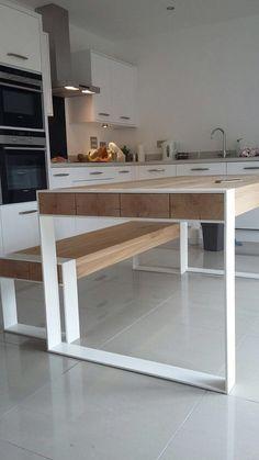 ASPEN, notre produit phare - une table parfaite pour un loft et grands espaces. Plateau de bois massif. Poudre de pieds en acier recouvert de chaque