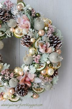W stylu haute couture vol. Rose Gold Christmas Decorations, Christmas Advent Wreath, Homemade Christmas Decorations, Xmas Wreaths, Christmas Crafts, Classy Christmas, Christmas Trends, Christmas Drawing, Wreath Crafts
