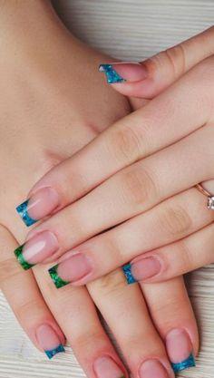Qual a melhor nail art para as Olimpíadas: inglesinha com esmalte brilhoso ou em tom pastel? Vote!