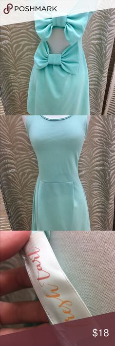 Mint bow back dress! 😍😍😍 Cute dress from Francesca's! Size small, mint in color, and two bow on the back! Francesca's Collections Dresses Mini