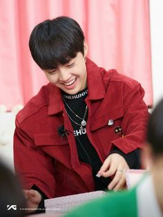 #KimDoyoung | YG TREASURE BOX ✨ Year End Party ~ Behind The Scenes #ygtrainee #ygnbg