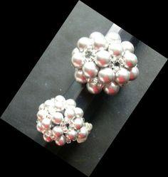Anillo Mora. Realizado con perlas de swarovski de 6 y 4mm respectivamente. El pequeño para mis hijas.