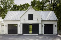garage ideas Why you need a detached garage? Its also great for the overall house look. You have a neat standalone house without garage as its tails (or wings). Plan Garage, Garage Exterior, Garage Shop Plans, Garage Workshop Plans, Exterior Barn Doors, Barn Siding, Diy Workshop, Metal Building Homes, Building A Shed