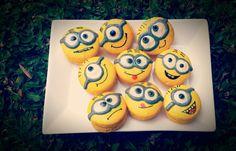 Minion macarons #minions #macarons