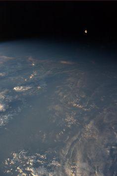 Karen L. Nyberg  @AstroKarenN  The waning gibbous moon and the Earth's terminator.  August 24.
