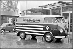 Swedish vintage VW bus of the day #11: Laundry bus.
