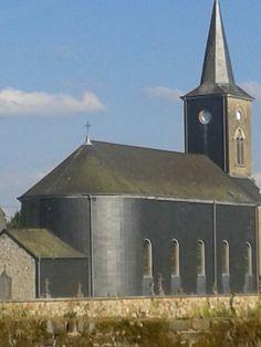 Comme un grand corbeau noir: l'église de Freux.