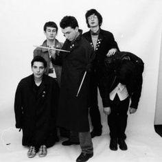 Offerte lavoro Genova  Chi scrive & chi legge / Storia per immagini del fotografo Antonio Amato  #Liguria #Genova #operatori #animatori #rappresentanti #tecnico #informatico L'onda punk che chiuse il lungo '68