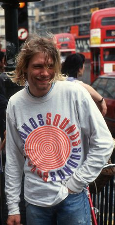 For everything Nirvana check out Iomoio Nirvana Kurt Cobain, Kurt Cobain Style, Kurt Cobain Photos, Banda Nirvana, Nirvana Band, Kurt Cobian, Kurt And Courtney, Dave Grohl, Beautiful Boys