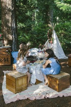 A teepee, gorgeous floral arrangements, and a delicious dessert spread. This outdoor party combines rustic touches with a bohemian style for a positively dreamy look.