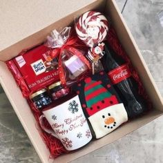With Christmas coming, are you ready for Christmas gifts for family and friends? Have you considered a personalized Christmas gift box? There are many Christmas gifts to choose from, but your DIY Christmas gifts must be full of heart. Diy Gifts For Christmas, Holiday Gifts, Christmas Baskets, Christmas Christmas, Christmas Treats, Christmas Shopping, Christmas Cookies, Birthday Present Diy, Birthday Presents