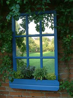 Spécification du Produit: Une jardinière vraiment différente! Cette jardinière a son propre 'miroir fenêtre' très efficace pour créer l'illusion d'un jardin plus grand. Le miroir est résistant au temps. En bois de séquoia naturel, que vous pouvez teindre en bleu, selon vot