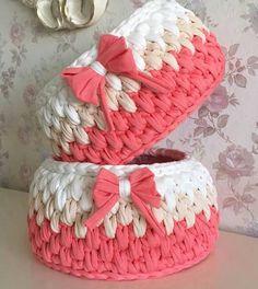 Knit Crochet Learn To Crochet Big Basket Unique Crochet Crochet Accessories Fabric Yarn T Shirt Yarn Applique Crochet Patterns Diy Crochet Basket, Crochet Basket Tutorial, Crochet Bowl, Crochet Basket Pattern, Knit Basket, Crochet Round, Crochet Carpet, Crochet Fabric, Handarbeit