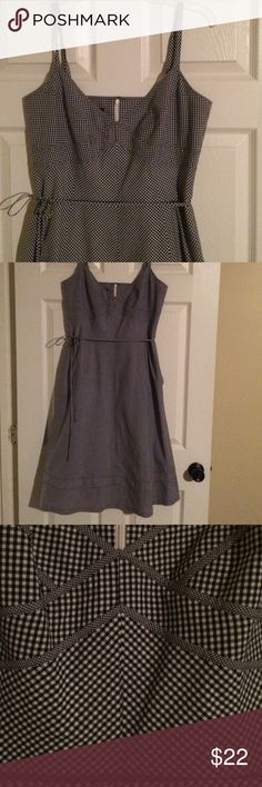 Talbots checked dress EUC this dress is so cute. Has adjustable straps side hidden pockets zip up back and tie belt has a flair to it. From armpit to bottom is 35 inches Talbots Dresses