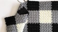 Who knew that making crochet look like a gingham pattern could be so simple? This crochet griddle stitch gingham blanket is simple once you learn to carry Crochet Afghans, Crochet Stitches For Blankets, Tunisian Crochet, Crochet Patterns Amigurumi, Crochet Blanket Patterns, Baby Blanket Crochet, Crochet Baby, Knit Crochet, Knitting Patterns