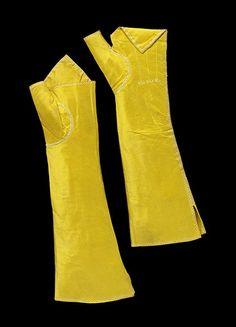 antique gloves 1780   Pair of taffeta mittens, made in Britain, 1780-1800