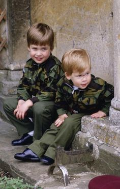 Prince William and Prince Harry LOVE. Very beautiful picture for Prince William and Prince Harry when they were a kids. Prince Harry Et Meghan, Prince And Princess, Princess Of Wales, Diana Spencer, Lady Diana, Prince William And Harry, Prince Charles, Princesa Diana, Kate Middleton