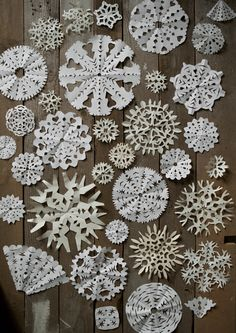 Paper snowflakes. Take some paper & time and make this easy diy on a rainy afternoon. Wonderful for windows or dead space. Bring winter to your home!