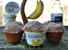Boozy Banana Walnut Muffins {with Banana Chobani Greek Yogurt! Chobani Greek Yogurt, Greek Yogurt Recipes, What's For Breakfast, Breakfast Recipes, Dessert Recipes, Banana Recipes, Muffin Recipes, English Muffins, Yummy Food