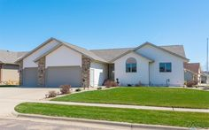 1212 S Dundee Dr, Sioux Falls , 57106