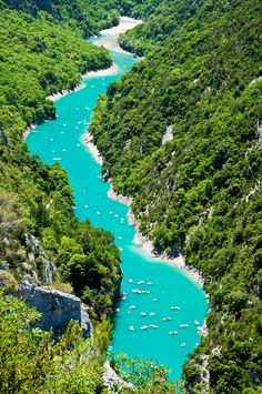 Gorges du Verdon - Canyon creusé par la rivière Verdon séparant les Préalpes de…