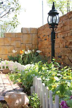 タイル貼り / 植栽 / 花壇 / レンガ敷き / 照明 / ナチュラルガーデン / ガーデンデザイン / 外構 Garden Design / Tile / Plants / Flower bed / Garden Light