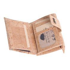 Kork Portemonnaie «Mapa M» von Montado online kaufen in der Schweiz Burlap, Reusable Tote Bags, Wallet, Fashion, Personal Style, Natural Colors, Pocket Wallet, Switzerland, Leather