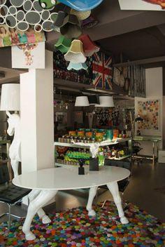 Adéntrate en nuestra tienda y descubre un mundo de posibilidades. #Kare, #UK, #White, #Design.