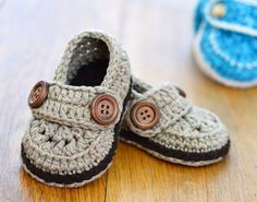 CROCHET PATTERN Baby Loafers - classic and timeless Baby Shoes - Quick and Easy to make, these neat little shoes are perfect for boys AND for girls. A simple crochet pattern for nice, simple loafer sh Crochet Baby Shoes, Crochet For Boys, Crochet Baby Booties, Boy Crochet, Baby Boy Booties, Crochet Baby Outfits, Free Crochet, Crochet Simple, Easy Crochet Patterns