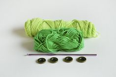 It's time for another FREE PATTERN. This time we will work on the baby booties appropriate for autumn and winter. You will need some yarn in two shades of one color in my case this is green. I love love green.